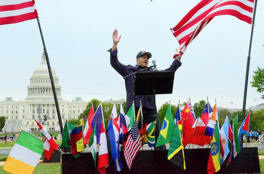 Ron Harding preaches before a crowd of 508 on the lawn of the National Mall in 2013!